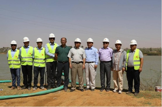 Zhang Lijun, Chinese Ambassador in Niger, with Gao Tiefeng, Chinese Economic and Commercial Counsellor in Niger, and Chen Liwen, Chinese Political Counsellor in Niger, Went to the Site of the China-aided Niger Third Bridge Project for Inspection