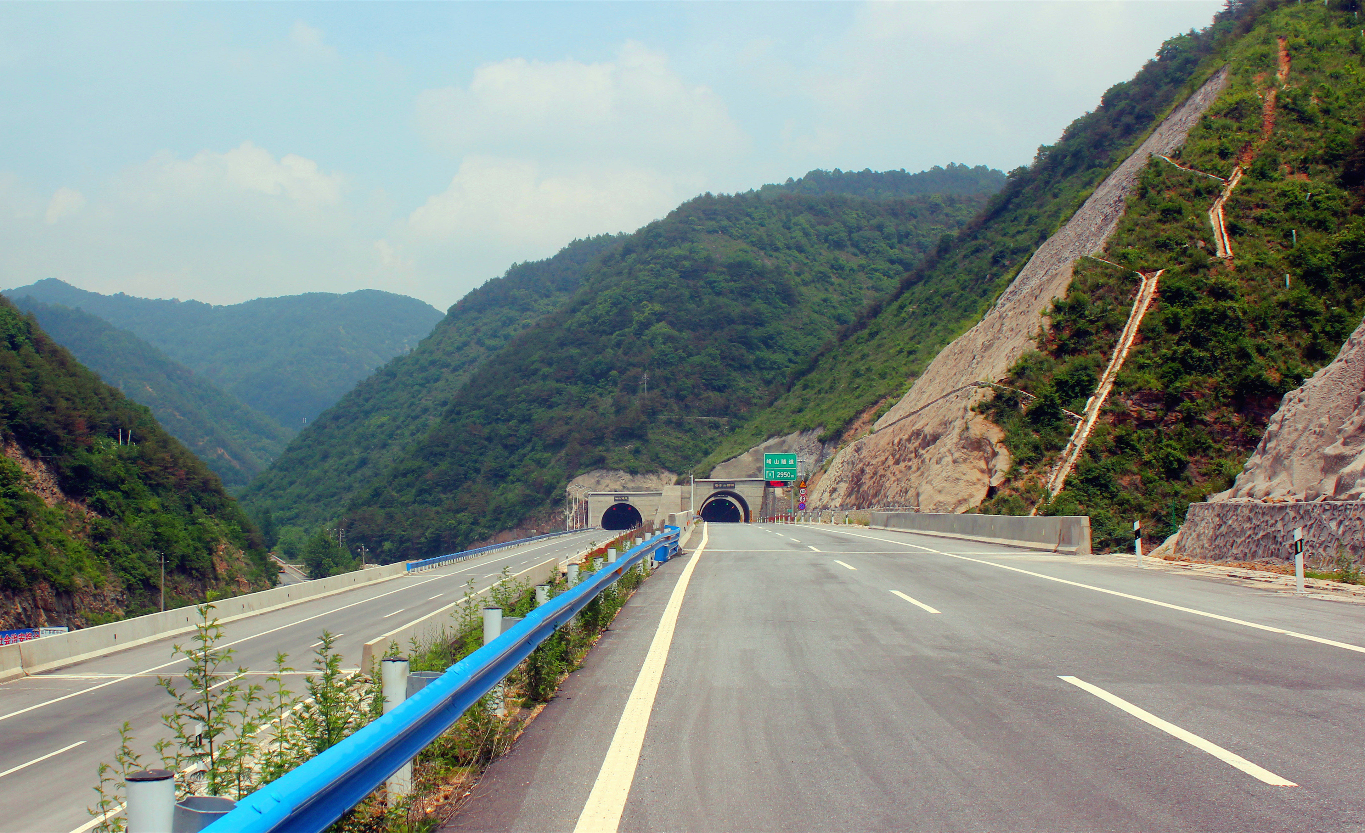 Xian Mountain Tunnel on Lingbao-Lushi Expressway